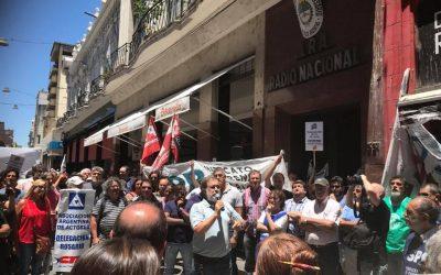 Junto a los trabajadores de LT3 y Radio Nacional
