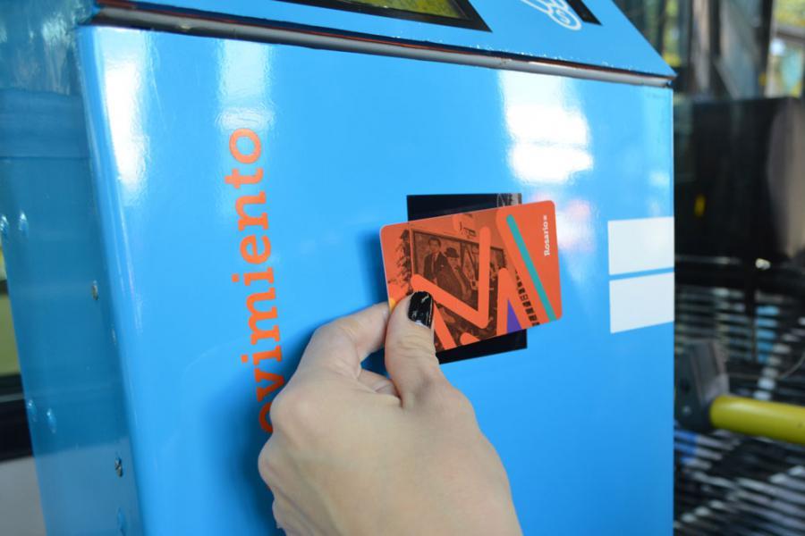 Proponen que se instalen puestos de autoservicio de carga de la tarjeta MOVI en comercios