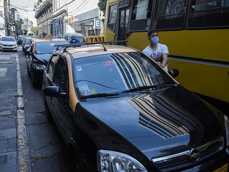 Proponen que se exima del pago de la renovación del carnet de conducir a choferes del transporte público de Rosario
